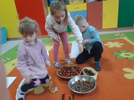 Jesienne zabawy sensoryczne - 3 i 4 latki