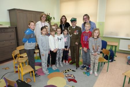 Wizyta porucznika Piotra Podgórskiego w SP Krępsko