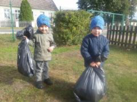 Sprzątanie świata - szkolne boisko