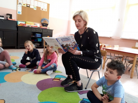 '5-6 - latki - Czytanie na dywanie z panią Agnieszką Łukaszewską