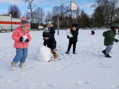 Śnieżne zabawy w grupie 3-4 latków ❄⛄