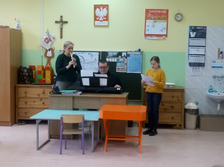 Grupa 3-4 latków realizowała projekt o nazwie ''Poznajemy instrumenty muzyczne