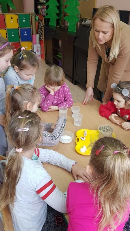 Światowy Dzień Wody - doświadczenia w grupie 5-6 latków