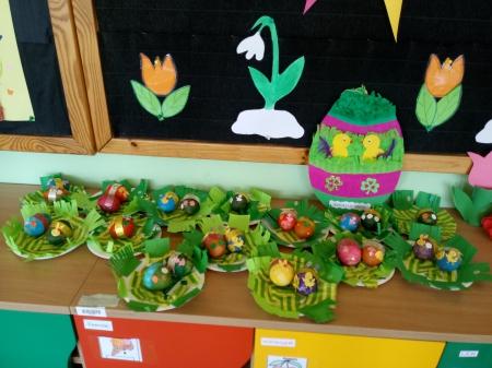 Wesołych Świąt Wielkanocnych oraz smacznego jajka życzy grupa 3-4 latków