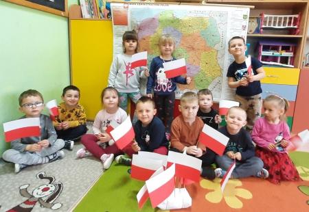Przedszkolaki poznają symbole narodowe i historię naszego kraju