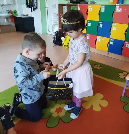 Urodziny Mai w grupie 3-4 latków